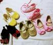 أحذية طفلة صغيرة