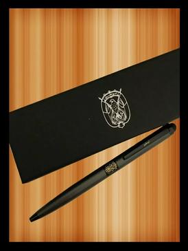 أقلام مع شعار الدولة أو شعار أبوظبي