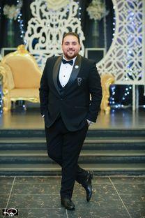 شاب عربى يبحث عن وظيفة فى مجال التسويق