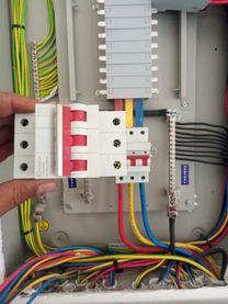 تأسيس وصيانه اعمال الكهرباء