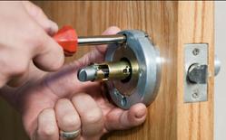 تصليح جميع أنواع الأثاث الخشبي وتركيب الكاولين