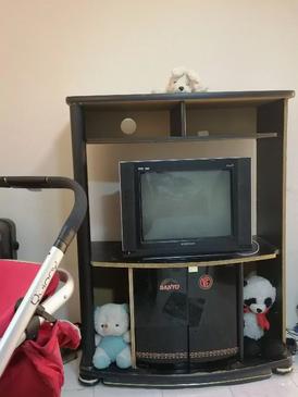 تلفزيون بحالة جيدة للبيع