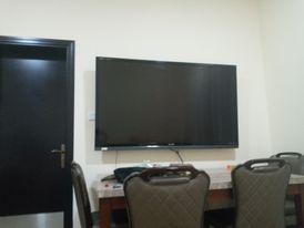 تلفزيون شارب ٨٥ بوصة lcd مستعمل