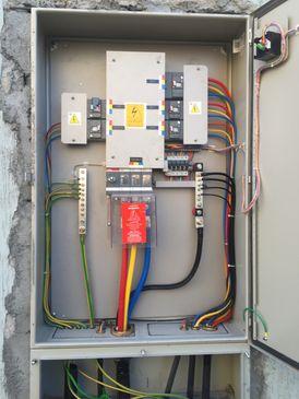 تمديد وتركيب أعمال الكهرباء