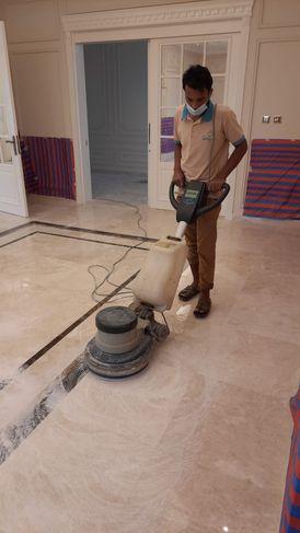 تنظيف وجلي الأرضيات