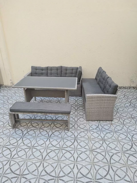 Outdoor seat in very good condition