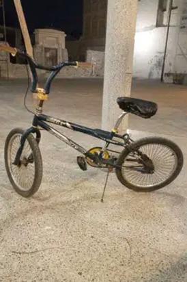 دراجة للبيع كل شيء شغال والفرامل على ورة