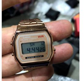 ساعات للبيع بالجملة