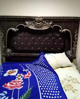 سرير خشب حالة جيدة