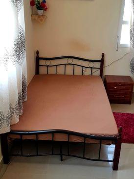 سرير عرض ١٢٠ طول ٢٠٠ مع مرتبة طبية مع كوميدينو