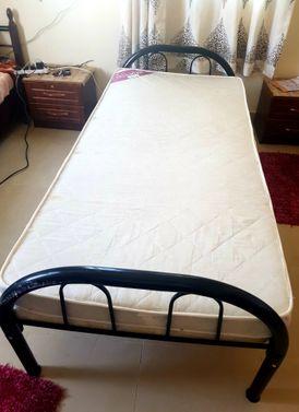 سرير مع مراتب للبيع