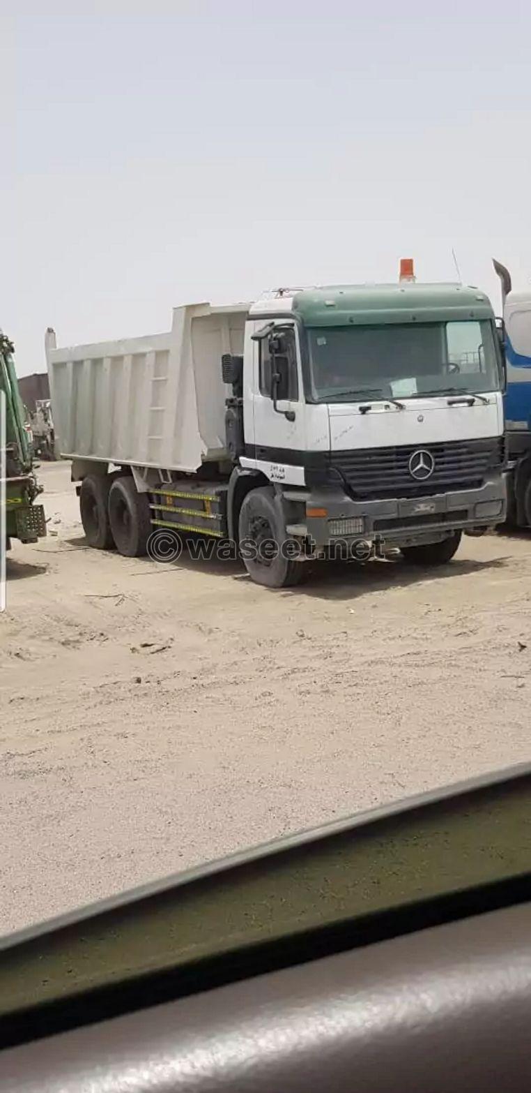 شاحنة قلاب مرسيدس للبيع