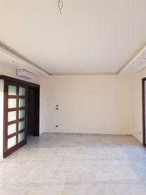 شقة جديدة ٢٠٠ م للبيع في سبيرز الصنائع...