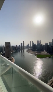 Luxury Apartment with panoramic views of Dubai Water Canal f...