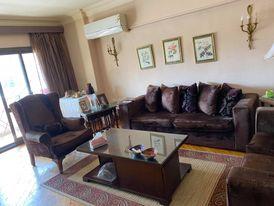 شقة للبيع بسعر مغري بالقاهرة