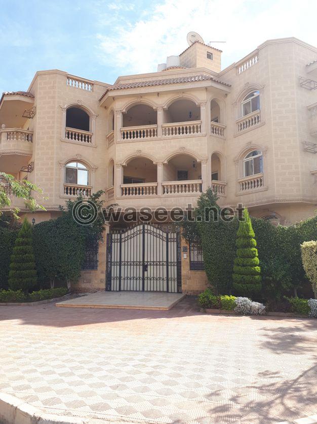 للايجار شقة 280 م بفيلا اول ساكن داخل كمبوند بالقاهرة الجديدة