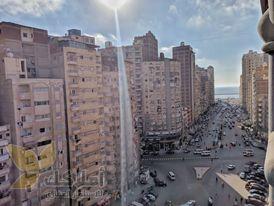 شقه(150م)للبيع علي شارع محمدنجيب مباشر بسيدي بشر بحري (304)