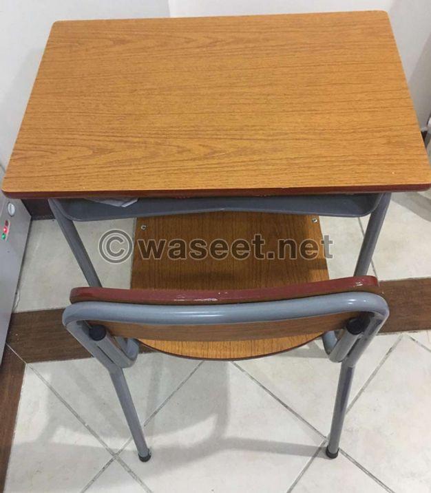 طاولات وكراسي مدرسية