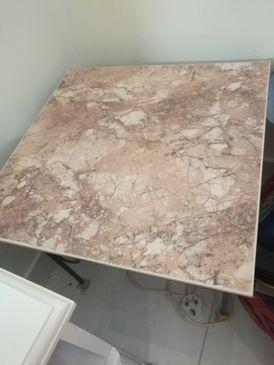 طاولة صغيرة مربعة