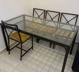 طاولة طعام مع 4 كراسي
