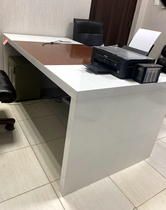 طاولة مكتب راقيه