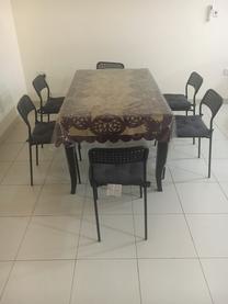 طاولة وكراسي للبيع