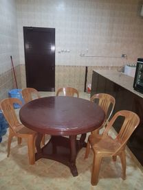 Dining set in very good condition can accommodate 7 for sale