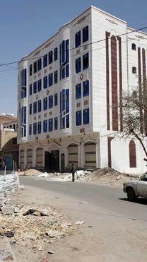 عمارة للبيع في صنعاء الحصبه شارع ٢٤متر تجاري...