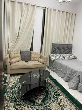 غرفة واسعة في شقة فاخرة