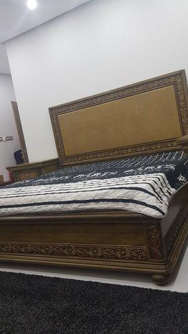 غرفة نوم كبيرة كاملة للبيع
