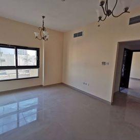 غرفة وصالة على الشارع العام عند ميغا مول في الشارقة