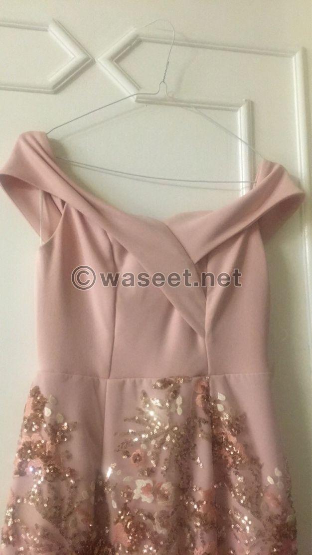 للبيع فستان بسيط