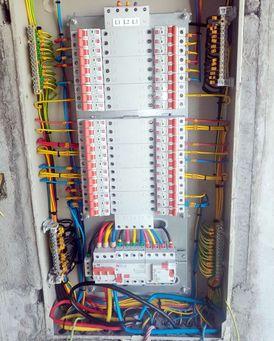 فنى اعمال كهربائية 12