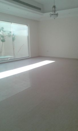 Villa for rent in Mirdif 5 rooms and a hall