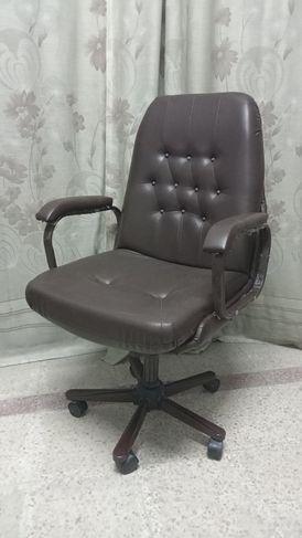 كرسي مكتب على قاعدة نجمة 5 عجلات