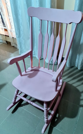 كرسي كلاسيكي لونه زهري