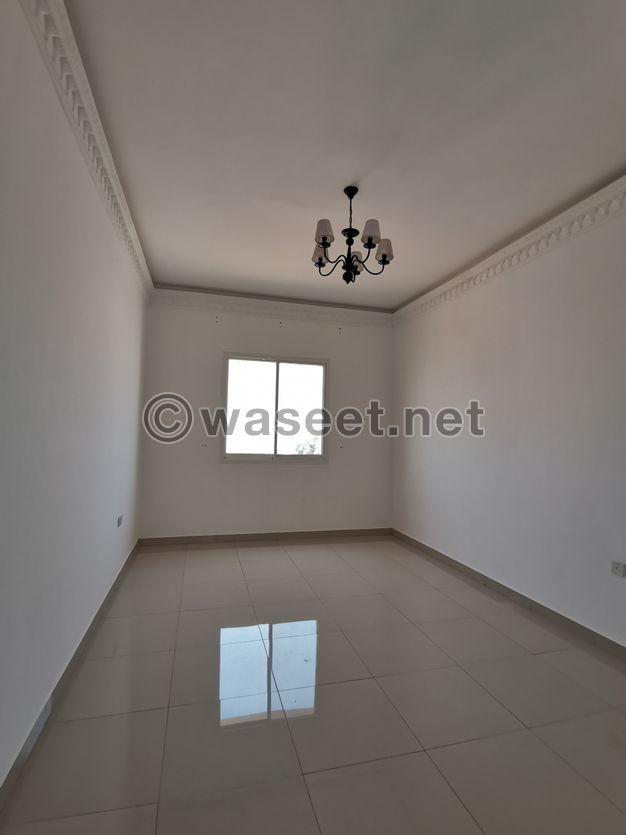 للايجار غرفه وصاله بنايه ثاني ساكن بمنطقه راقيه جدا بالروضه