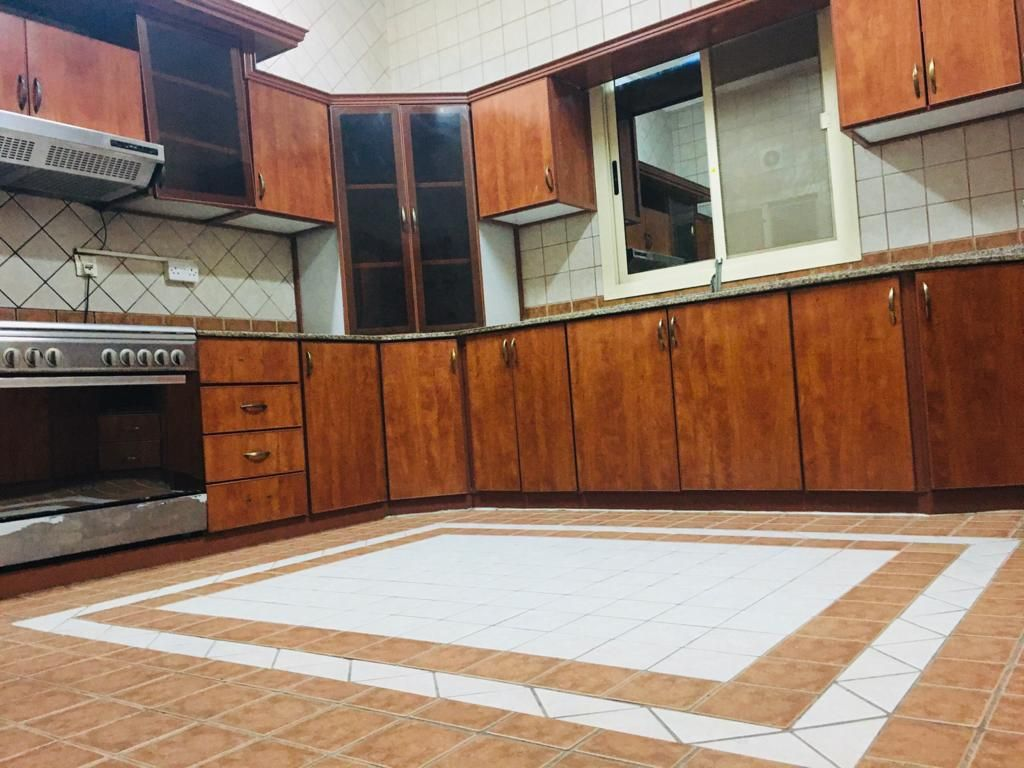 For rent villa in Busaiteen