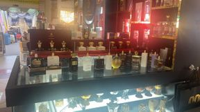 For rent half kiosk perfumes with license Chinese market Dubai
