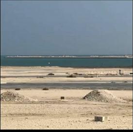 للبيع أرض في الواجهة المائية