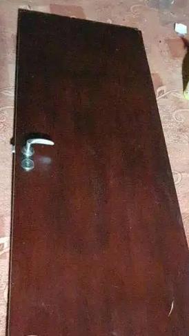 للبيع باب خشب
