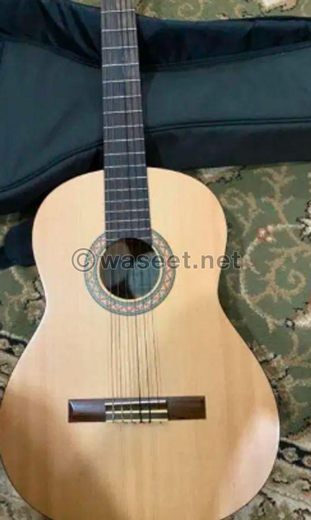 للبيع جيتار شبه جديد اصلي yamaha