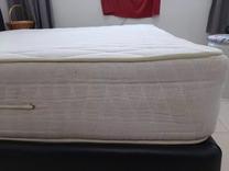 للبيع سرير كبير مع مرتبة طبية