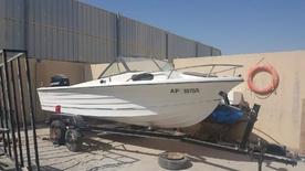 للبيع قارب 25 قدم مع مكينة