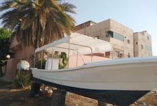 للبيع قارب 9 متر