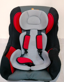 للبيع كرسي أطفال للسيارة