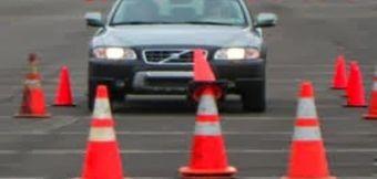 مدرب تعليم قيادة سيارات