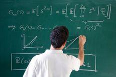 مدرس رياضيات لطلاب المرحلة الاعدادية