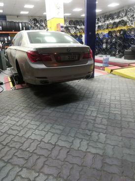 Car wheels balance technician