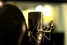 معد ومقدم برامج فنية وثقافية ومعلق صوتي يطلب عملاً